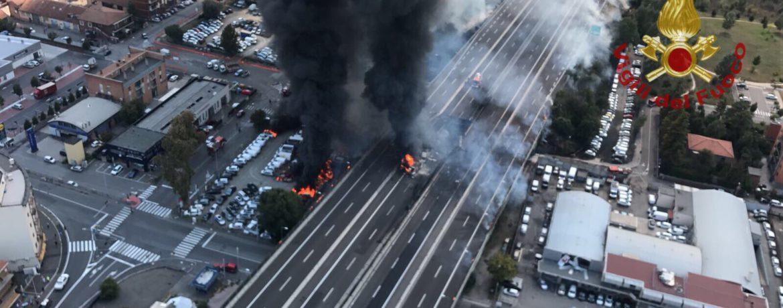 L'esplosione del tir a Bologna (foto: Vigili del Fuoco)