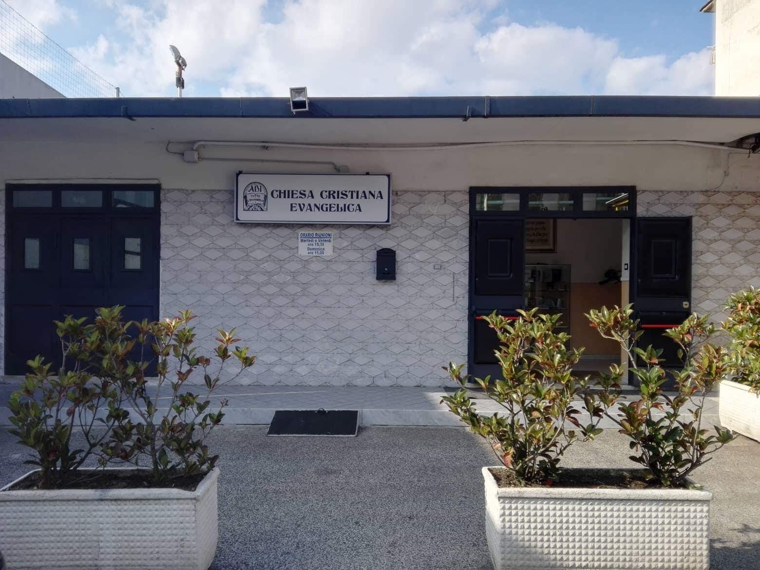 L'ingresso della Chiesa Evangelica di via Torricelli